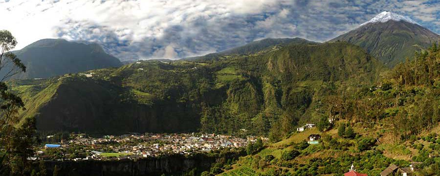 """Baños, Ecuador: A Thriving Tourist Town With Hot Springs and """"Miracle"""" Cures"""